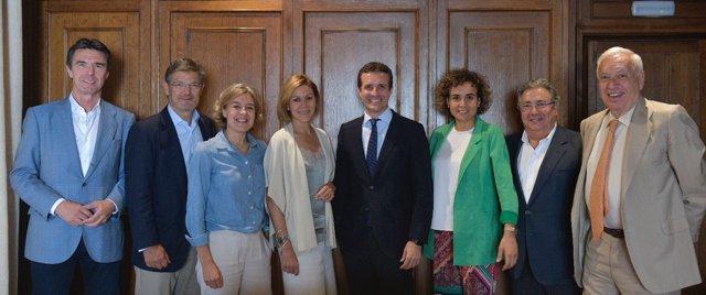 Casado con siete exministros de Rajoy