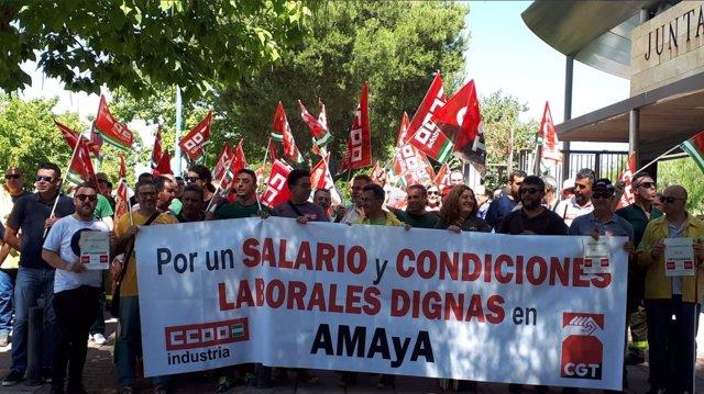 Manifiestación de CCOO en la Consejería de Hacienda en Torretriana