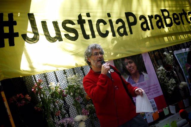 Carteles durante las protestas por Berta Cáceres