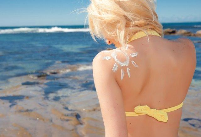 Tomar el sol, crema solar
