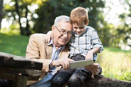 Abuelos digitales, cómo ayudar a los nietos en el uso de nuevas tecnologías