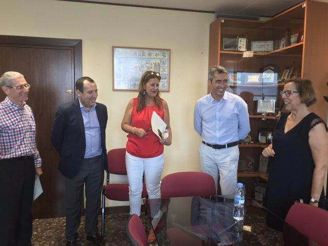 Sonia Gaya con alcalde Benalmádena víctor navas y ruiz espejo nuevo IES institut