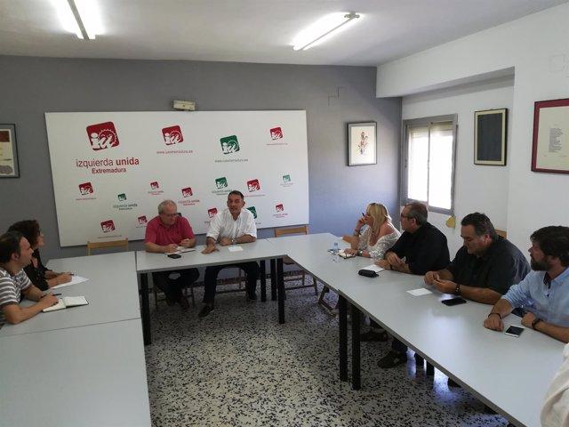 Reunión de Enrique Santiago (PCE) con UGT y CCOO en Extremadura