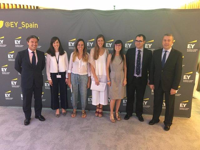 Foto familia galardón 'Javier Pancorbo' de EY 2018