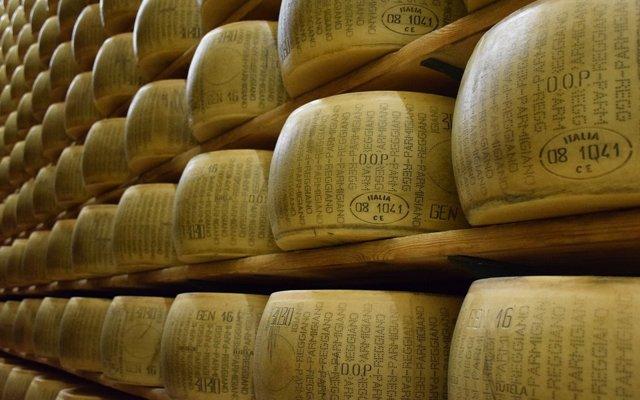 El curioso caso del banco italiano que lleva 60 años aceptando queso parmesano como aval para conceder préstamos