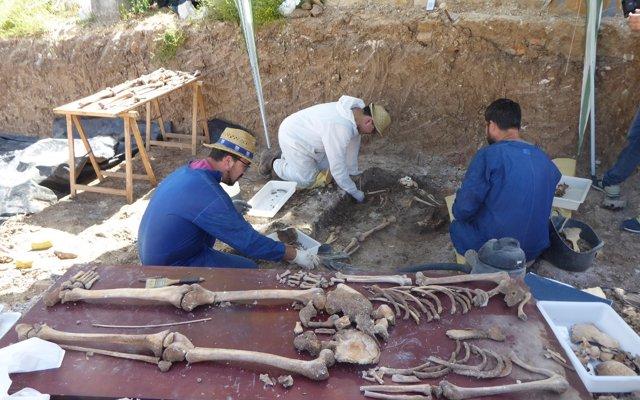 Recuperados restos de 23 personas en la exhumación de fosas de Benamahoma (Cádiz)