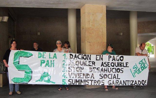 PAH La Rioja continúa sus manifestaciones para que el Gobierno regional 'luche' contra los Fondos Buitre y SOCIMIS