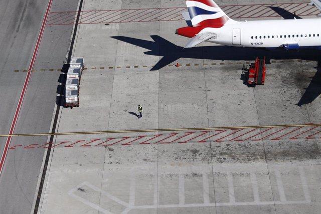 Aeropuerto de Barajas, avión, personal