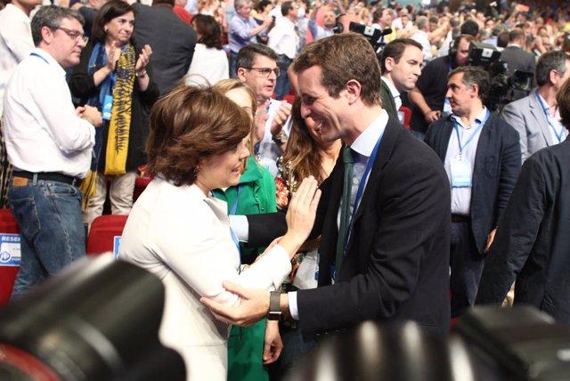 Casado y Santamaría se saludan al comiendo del Congreso del PP