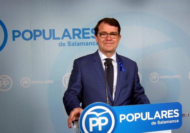 Fernández Mañueco en la sede del PP de Salamanca.