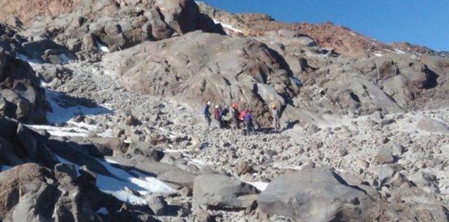 Rescatan montañistas