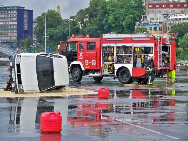 Bomberos en un simulacro de accidente