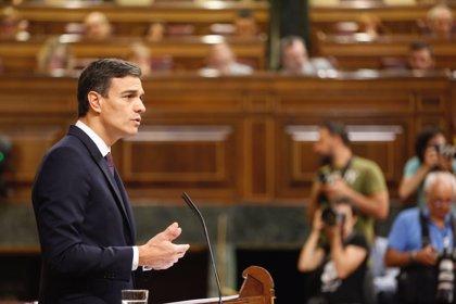 Pedro Sánchez da la enhorabuena a Casado y le anima en la tarea que tiene por delante al frente del PP