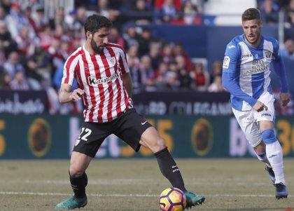 Raúl García padece una lesión muscular leve en la pierna izquierda