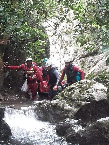 Rescatada una joven extranjera que había barranquismo en Peñarrubia