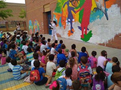 Ocio, deporte y cultura en las escuelas de verano del Polígono Sur de Sevilla, a las que acuden más de 800 niños