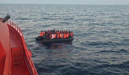 Más de 230 personas rescatadas este sábado de pateras en aguas del Estrecho