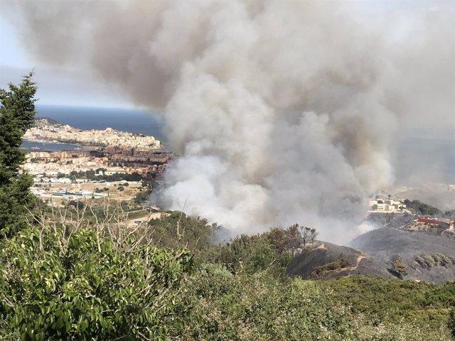 Incendio en Ceuta desde el mirador Isabel II