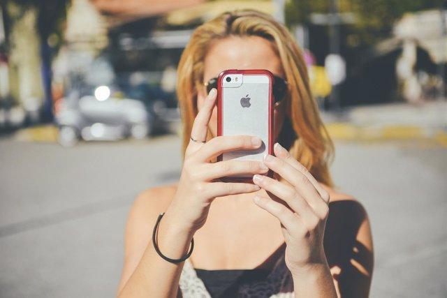 Mujer con 'smartphone'