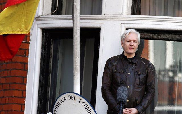 Ecuador podría retirar el asilo a Assange la semana que viene