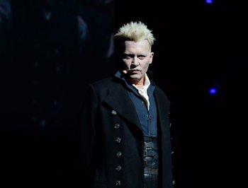 Foto: Johnny Depp sorprende en la Comic Con caracterizado como Grindelwald de Animales Fantásticos 2