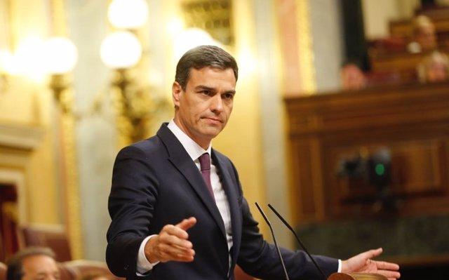 Sánchez se compromete a llevar el salario mínimo interprofesional a 1.000 euros mensuales para 2020