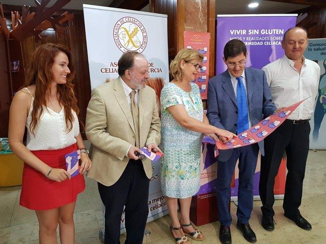 Consejero Salud firma convenio con Asociación Celiacos de Murcia