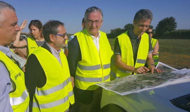 Olona visita las obras de reparación de la ribera del Ebro en Quinto de Ebro