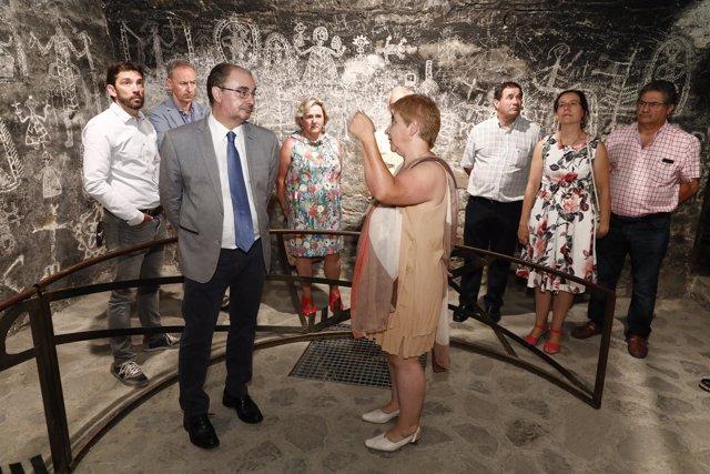 Lambán visita 'La guerra pirenaica, de los bombardeos a la reconstrucción'