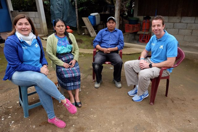 Cooperantes de la Fundación 'la Caixa' en labores en países latinoamericanos.