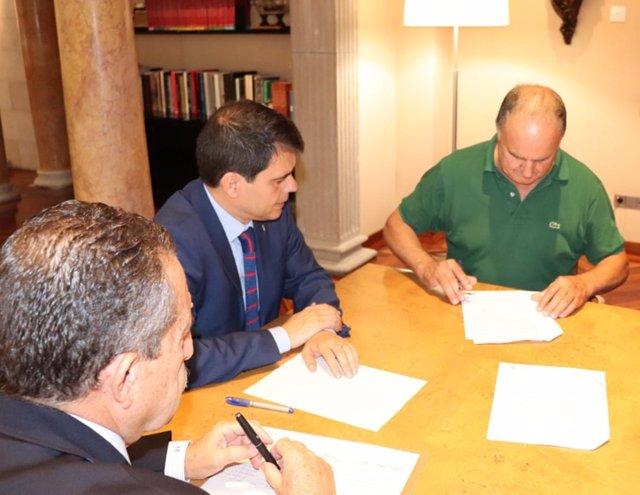 La Diputación de Barcelona firma créditos con ayuntamientos