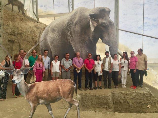 El Gobierno muestra su apoyo al Geoparque Cuaternario con una visita a Fonelas