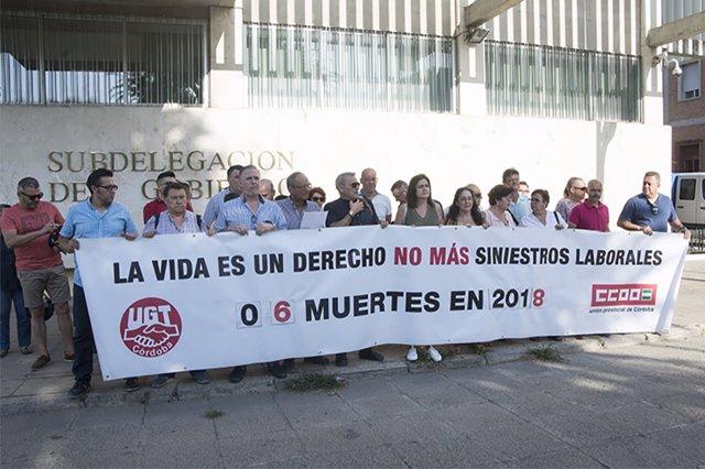 Concentración en memoria del trabajador fallecido en Lucena