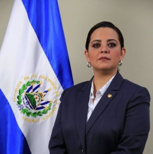 Embajadora de El Salvador en Bolivia