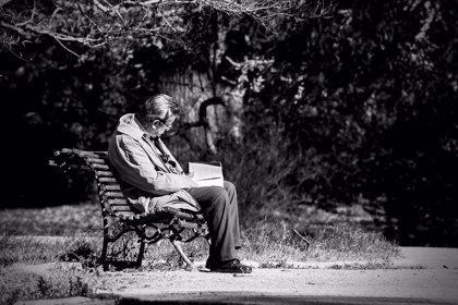 Hasta el 40% de personas mayores tiene sienten soledad ocasional
