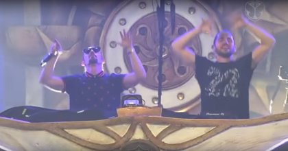 Así fue el emotivo homenaje de Dimitri Vegas & Like Mike a Avicii con Whitney Houston en Tomorrowland 2018