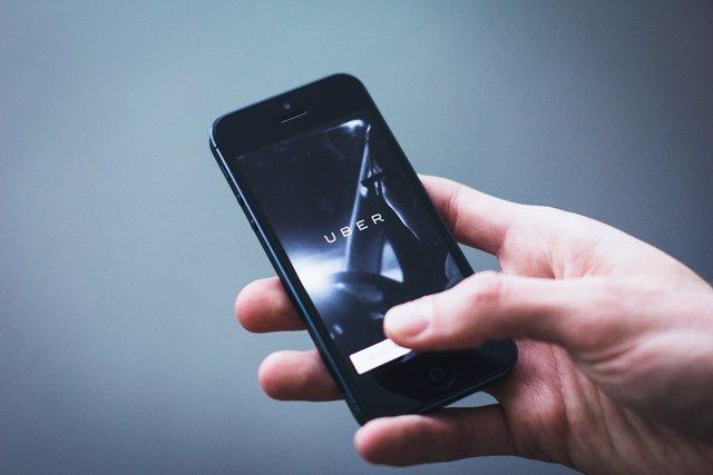 Conductores de Uber estafan a pasajeros con vómito falso
