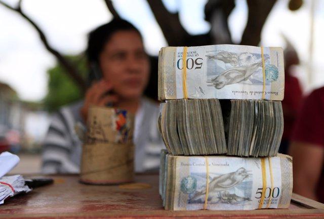 Los bancos venezolanos a la espera de 4.200 millones de piezas