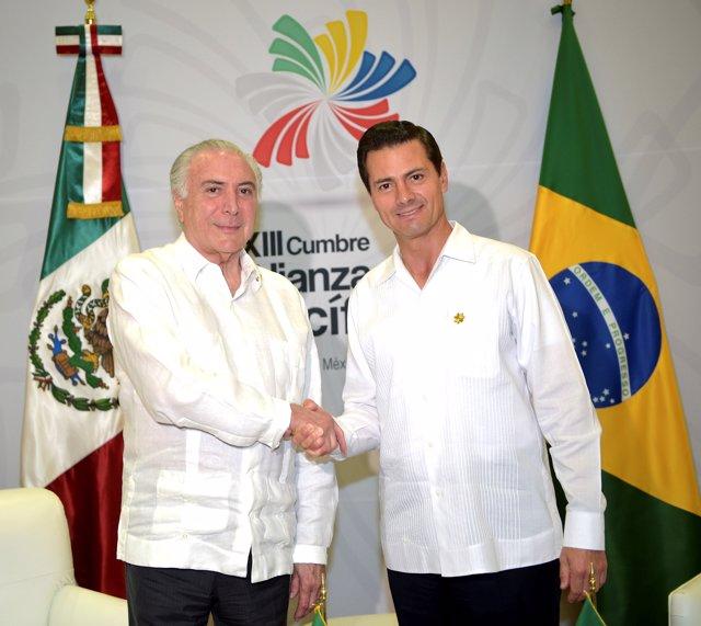 Mexico's President Enrique Pena Nieto shakes hands with Brazil's President Miche