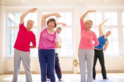 El ejercicio reduce el riesgo de enfermedades crónicas en adultos mayores, según confirma un estudio