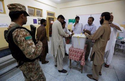 Los paquistaníes comienzan a votar en las elecciones generales del país