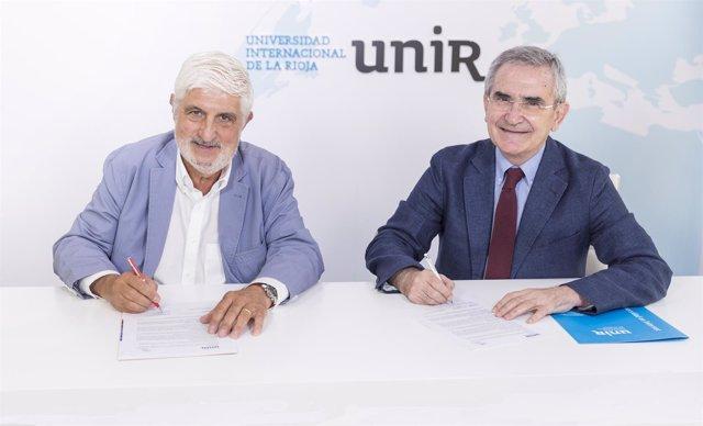 Firma del acuerdo entre la UNIR y la AEV