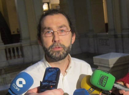 Emilio León cesa, a petición propia, como portavoz parlamentario de Podemos Asturies