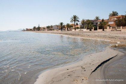 La bandera verde ondea este miércoles en todas las playas de la Región de Murcia