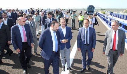 Fomento pone en servicio dos tramos de la SE-40 entre Coria y Espartinas tras 192 millones de inversión