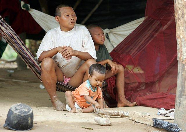 Familia de refugiados colombianos