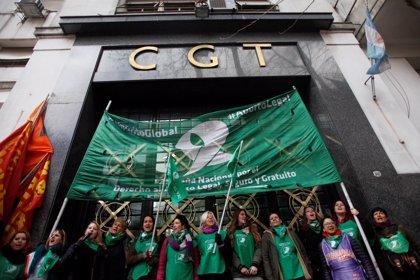 """Pañuelazo"" federal en Argentina a favor del aborto legal"