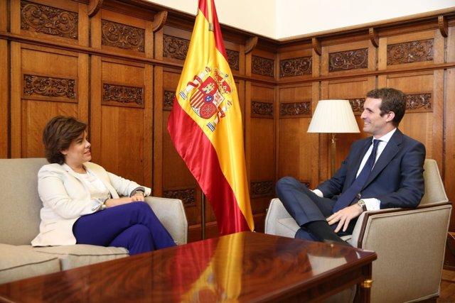 Primera reunión de Pablo Casado con Soraya Sáenz de Santamaría