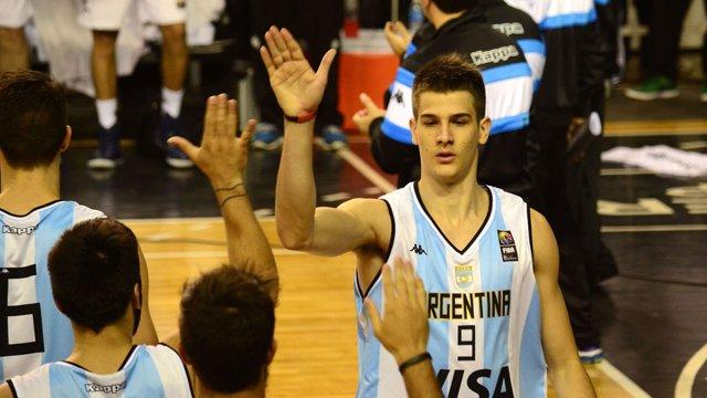 Nicolás Brussino jugando con Argentina