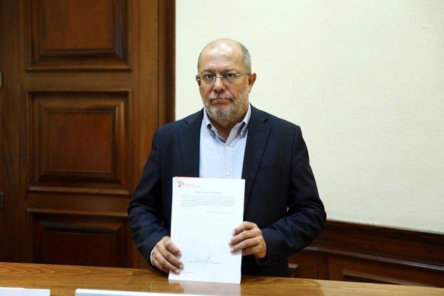 Francisco Igea presenta Ley para castigar la oferta de pseudoterapias en cáncer